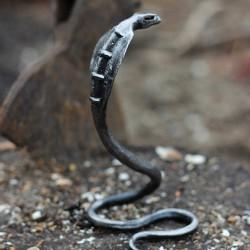 Кованая кобра - декоративный элемент