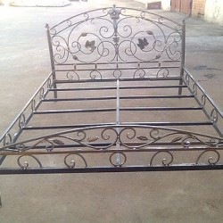 Цельнокованая кровать