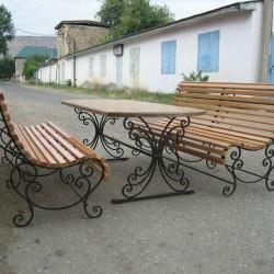 Кваные скамейки и стол